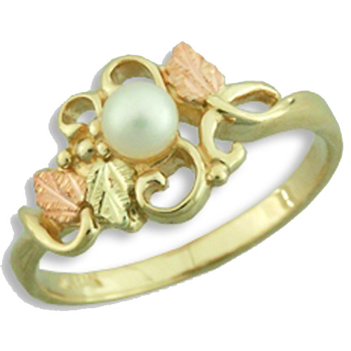 Landstrom's Black Hills Gold grape and leaf pearl ring