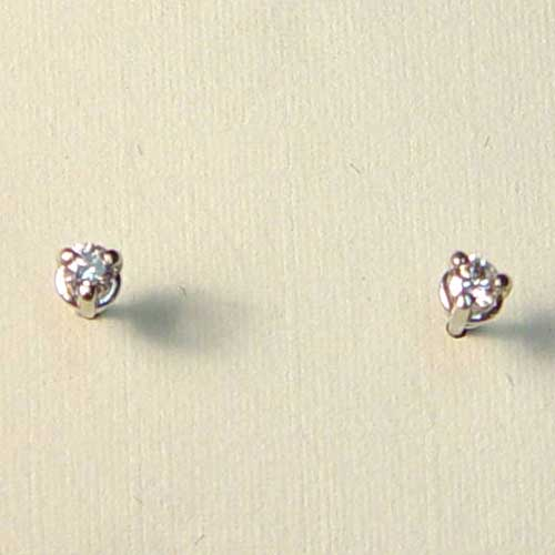 14 kt. w.g. 0.10 ct.t.w. diamond stud earrings