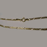 14 Kt.y.g. close up of Figaro chain